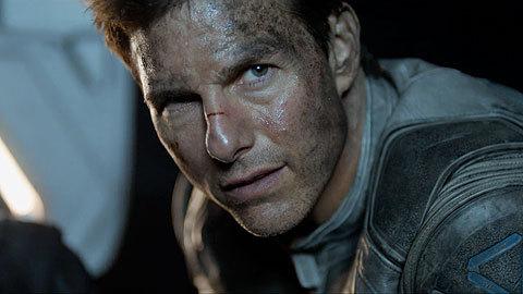 oblivion-movie-clip-screenshot-i-am-your-god_large